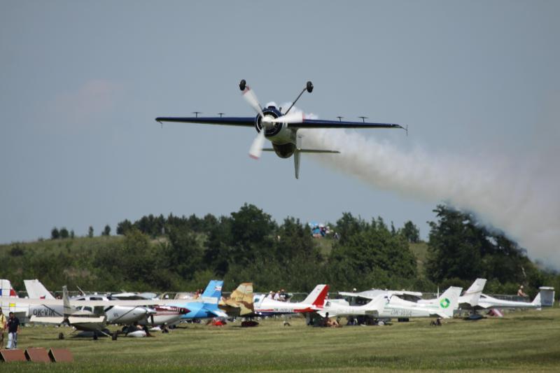 Stunt piloting